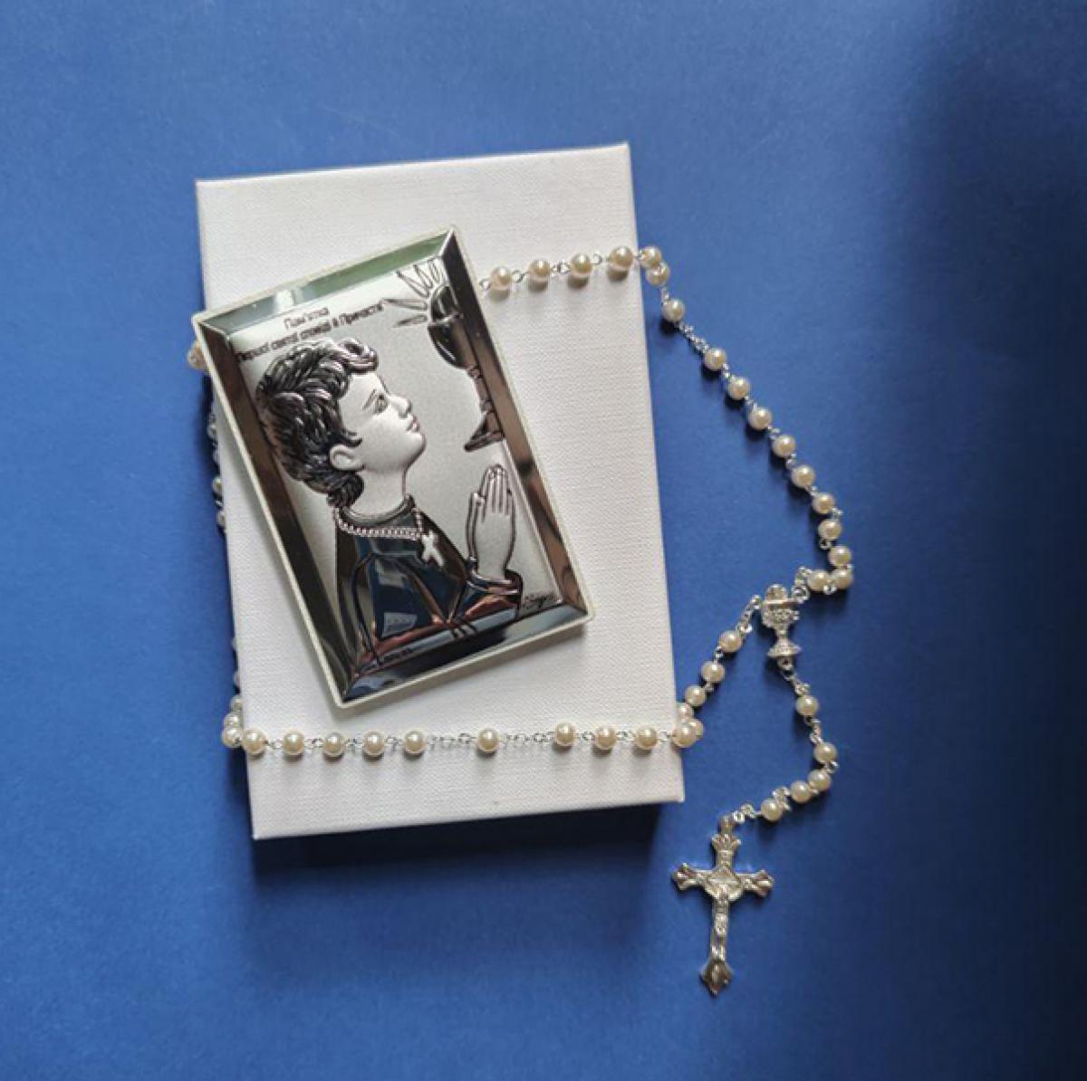 Подарунок до Першого Причастя для хлопчика: Срібний образ та вервиця