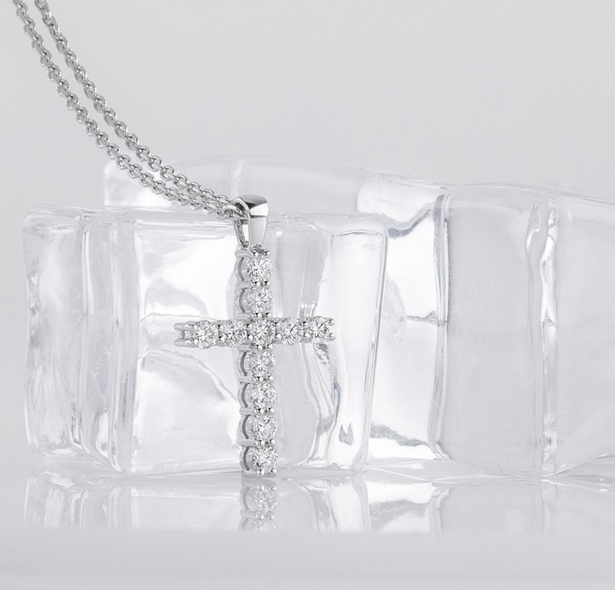 Жіночий  хрест з діамантами (0.29ct)