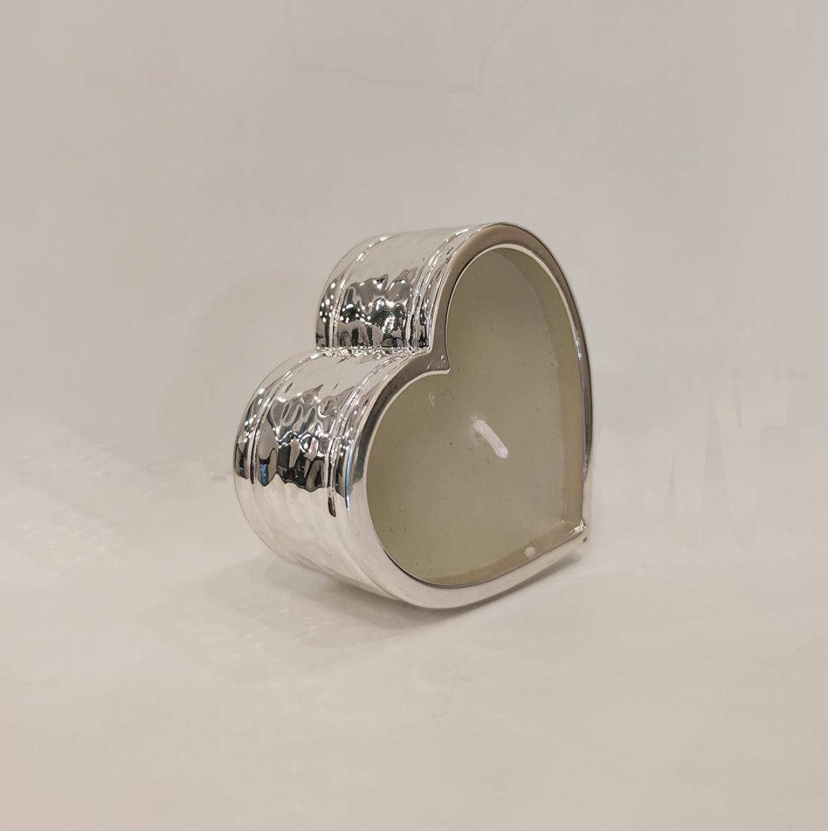 Срібна свічка у формі серця